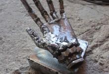 Vestige de cyborg, métal de récupération,